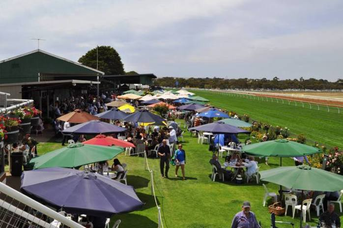 A Day at the Country Races - South Australia